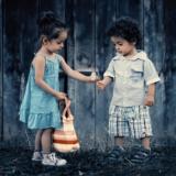 siblings-817369_1920